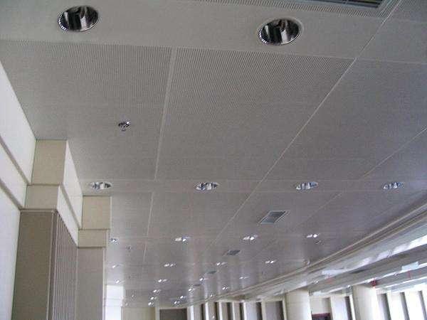 办公室天花冲孔铝单板